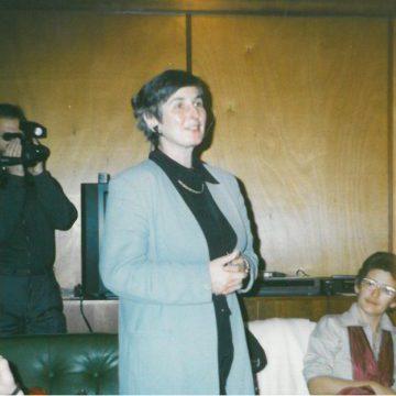 """Eröffnung des internationalen""""IBEA""""-Bildungshauses im Forsthaus Treppeln am 12.12.1993 mit Frauen aus Frankreich und Italien sowie mit Elfie Wiedemann, Landesgleichstellungsbeauftragte Brandenburgs"""